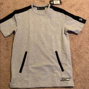 Men's Under Armour Shirt. Size Small
